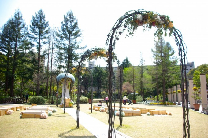 名古屋の花屋「プー・コニュ」が手掛けた庭園