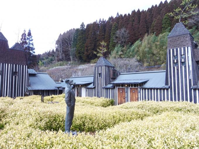 建築家の藤森照信氏が建てた大分の「ラムネ温泉館」
