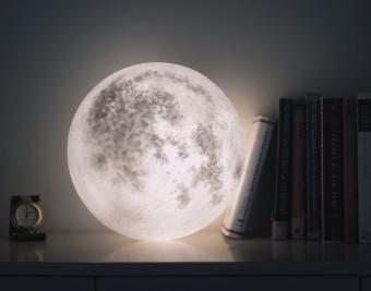 あなただけの月をお部屋にむかえよう。世界が注目する、台湾生まれの月型照明「Luna」