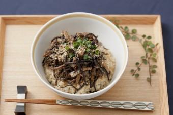 食物繊維たっぷり。「ひじきのヘルシー丼」のレシピ