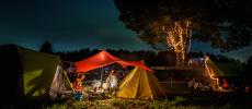 キャンプ場「一番星ヴィレッジ」でテントを張った夜の風景