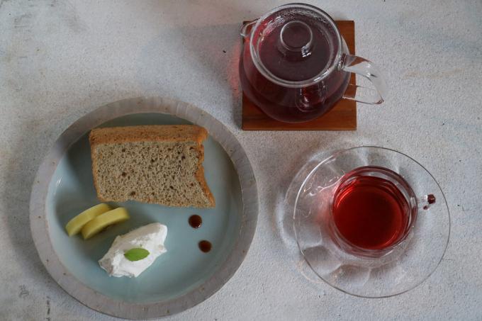 「京都西陣 たま茶」のハーブを練り込んだシフォンケーキのセット