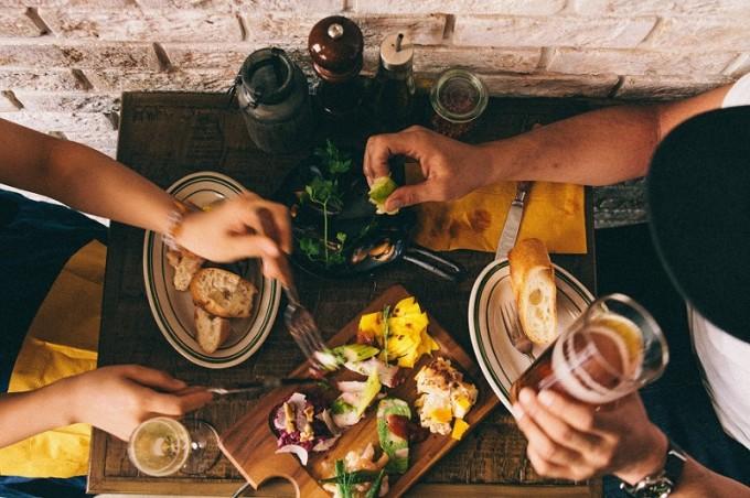 「チキンオーバーライスが味わえる赤羽橋駅「TOWERS188」のディナー