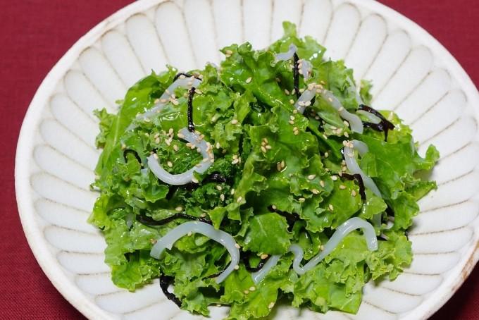 「いかとケールの塩昆布サラダ」の写真