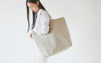 デザインのほかにも魅力がたっぷり。使い心地も追求した「PINT」セレクトのストールやバッグ