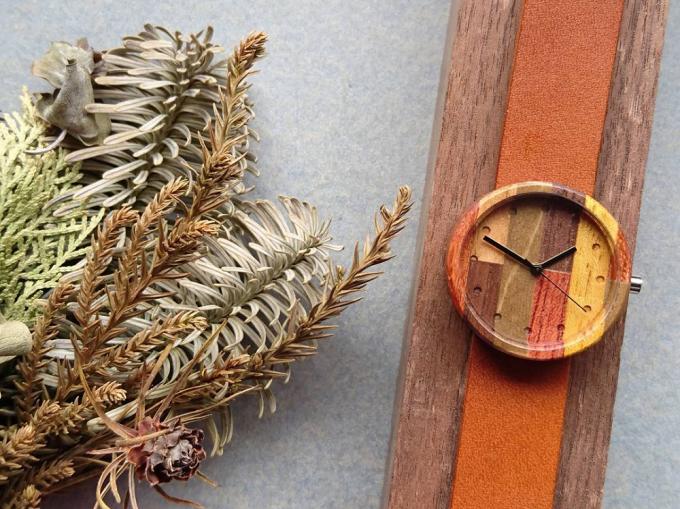 ナカリウォッチの寄木細工の腕時計