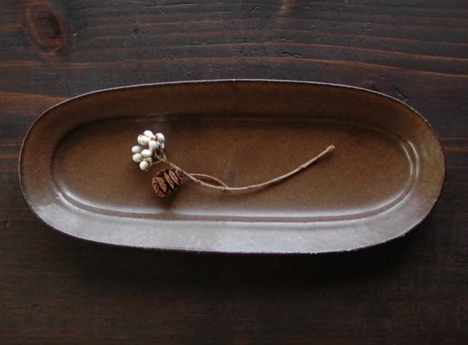 食卓を静かに飾る、落ち着いたたたずまい。加藤あゐさんの生み出す陶芸作品