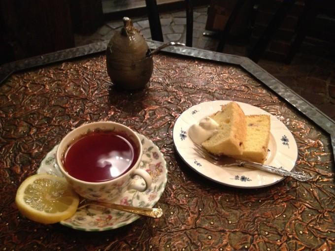 物豆奇(モノズキ)のケーキと紅茶のセット
