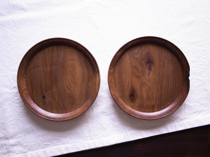 胡桃の木で作られた平皿2枚