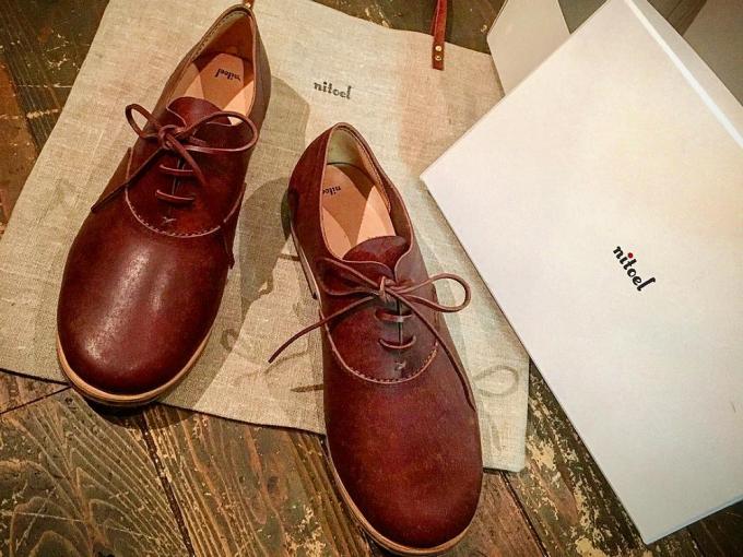 「nitoel」セミオーダーの茶色のレースアップの革靴