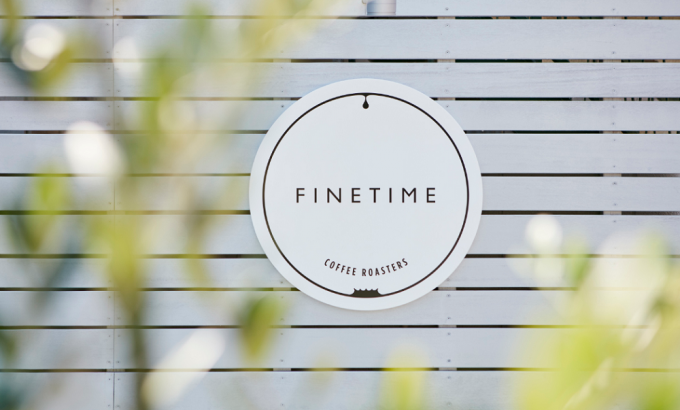 「FINETIME COFFEE ROASTERS」はかわいい看板が目印