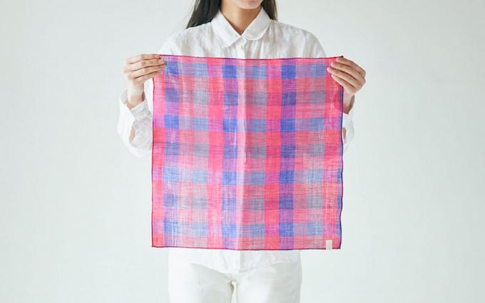 滋賀県近江で織られた「PINT」オリジナルのリネンコットンハンカチ