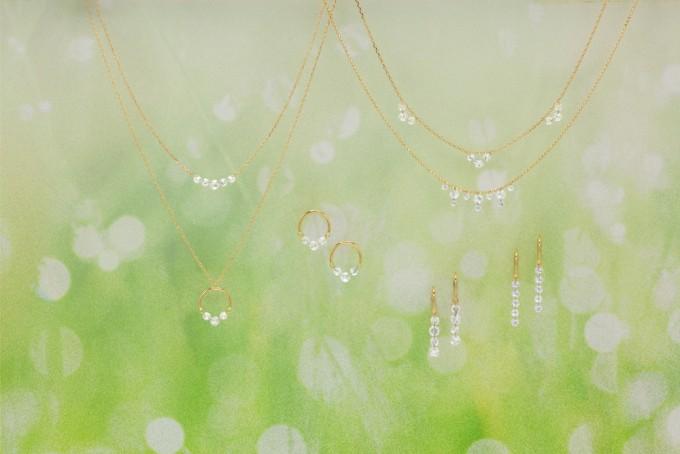 ジュエリーブランド「AbHeri(アベリ)」のクリアなダイヤとゴールドのネックレスやピアス、リングのイメージ写真