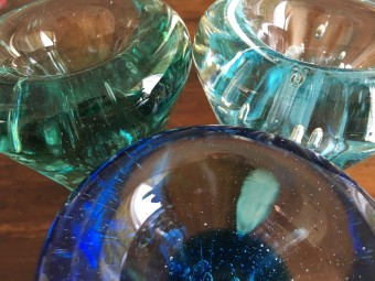 優しいガラスに癒されに行こう。おおやぶ みよさんのガラス工房「日月-hizuki-」