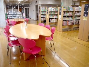北欧家具の名作に座り本の世界へ。居心地の良さにこだわった「北区立中央図書館」<後編>