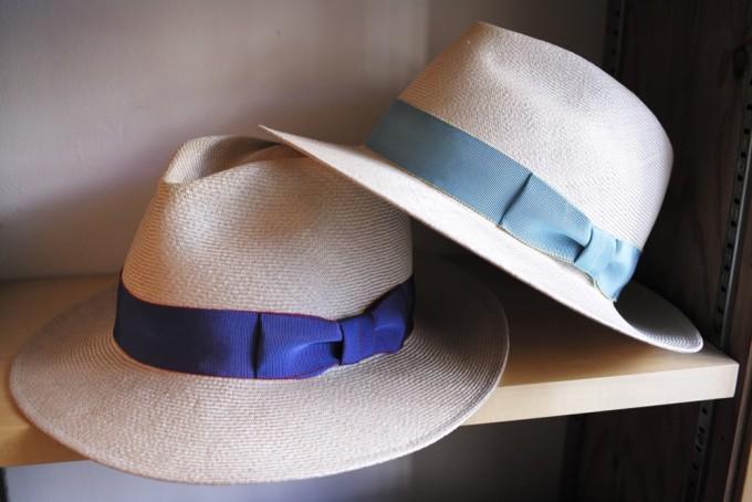 千駄木にある帽子専門店「C.A.G.(セーアージー)」の青とブルーのハット