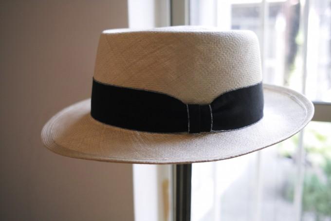 千駄木にある帽子専門店「C.A.G.(セーアージー)」の黒いリボンのハット