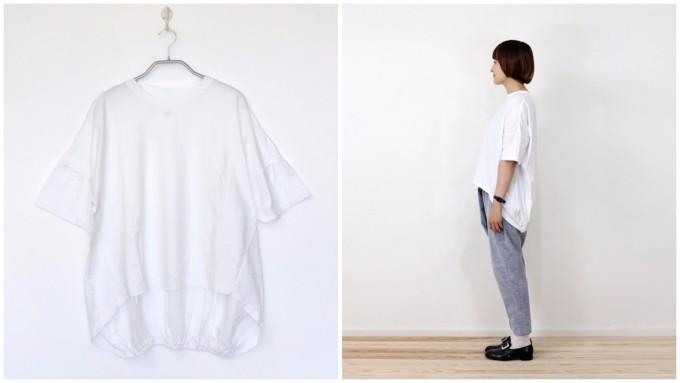 UNIVERSAL TISSUの白いバックギャザーTシャツ