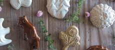 くまやはりねずみ、お花などの形の「キエリ舎」の陶器ブローチ