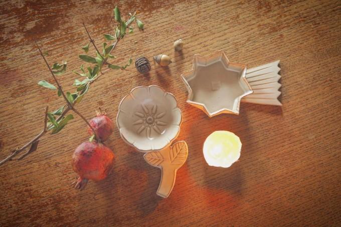 お花や星の形をした「キエリ舎」の白い陶器