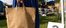 使うほどに帆布や革の味わいが深くなる。「am」のシンプルバッグ