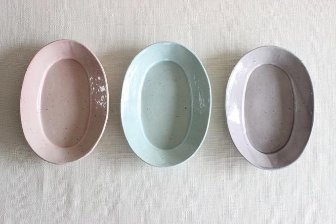陶芸作家「YUKIKONAGAHAMA」のピンクやブルー、紫のオーバル皿