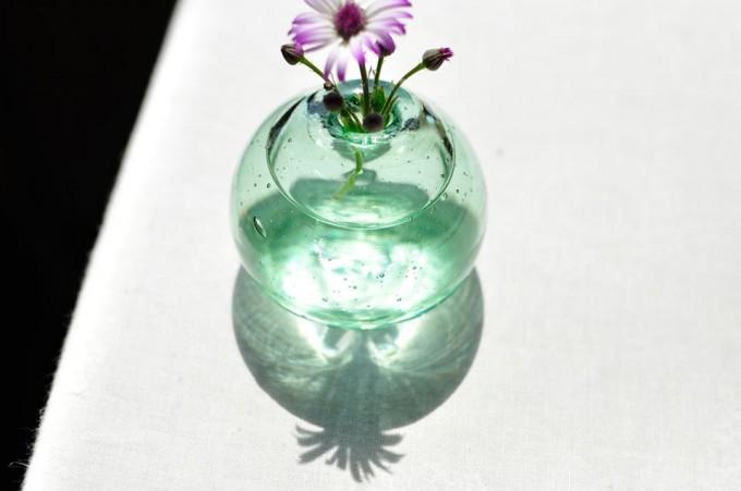 おすすめ花瓶、「吹きガラス工房 琥珀」のガラス製一輪挿し