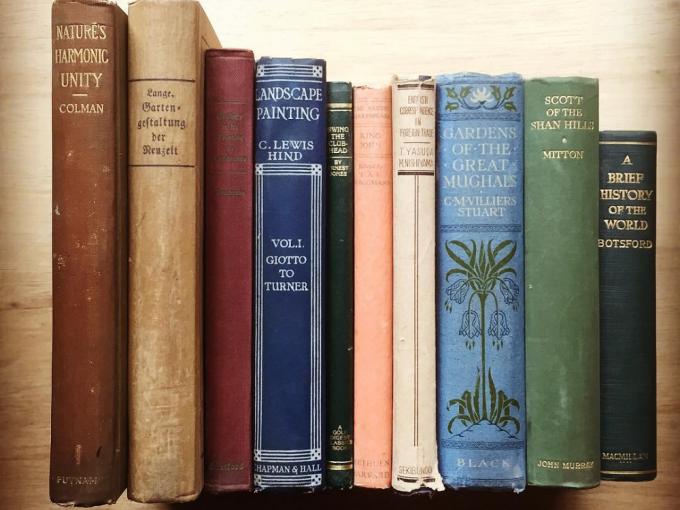 analog booksで取り扱っているアンティーク洋書数冊