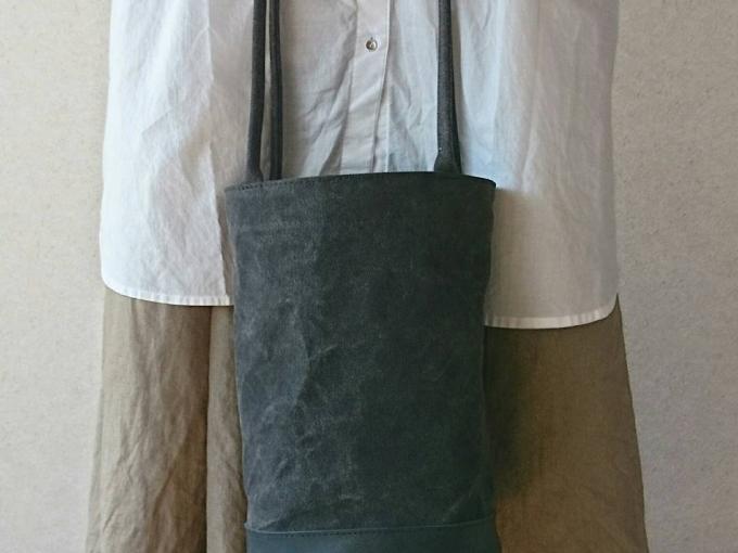 「am」のシンプルおしゃれな黒のトートバッグ
