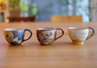 毎日変わるうつわも楽しみのひとつ。コーヒーの香りとともに作家の作品が並ぶ「イマソラ珈琲」