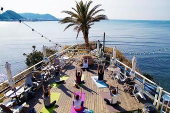 「surfers ZUSHI」のUmi yogaで心身ともにリフレッシュ。素敵な一日のスタートを