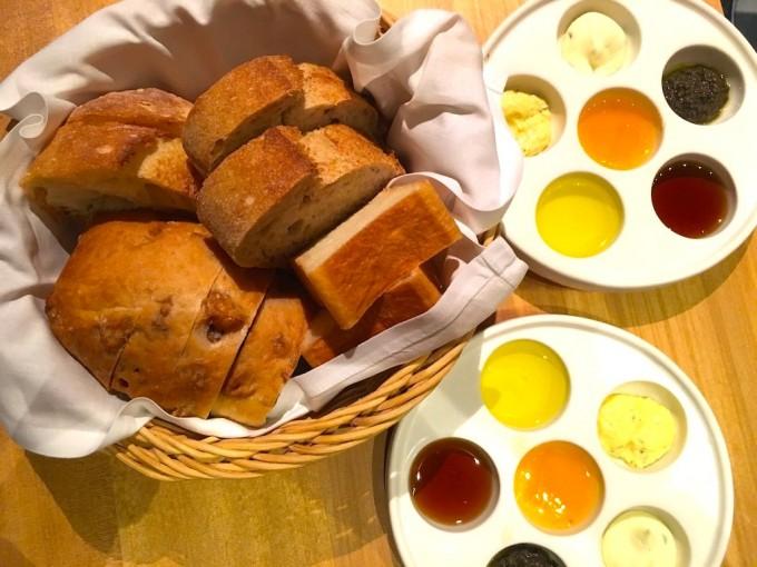 「POINT ET LIGNE(ポワン・エ・リーニュ)」のランチタイムはパンが食べ放題