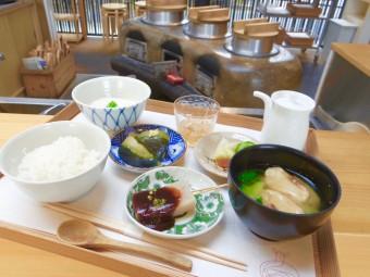 """散策前に日本の伝統的な朝ごはん。『鹿の舟』にある食堂「竈 Kamado」で体感する奈良の""""食"""""""