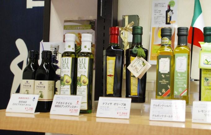 「金田油店」では豊富な種類の油が揃っています