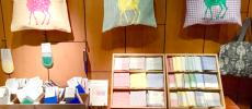 奈良にある「遊 中川」本店の鹿のバッグやハンカチ、ソックス