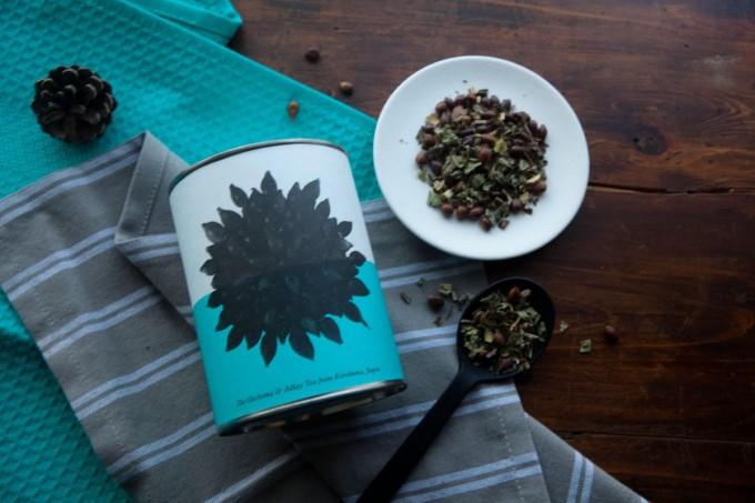 南九州の霧島でとれた素材をブレンドしたお茶とパッケージ