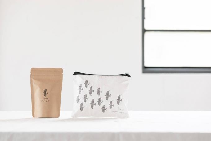 「茶屋すずわ」のティーバッグと専用ポーチ
