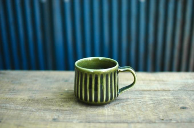 小谷田潤(こやたじゅん)さんのしのぎ模様が入ったグリーンのカップ