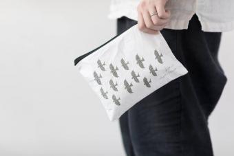 旅行先やオフィスにほっとする瞬間を。持ち運び便利な「茶屋すずわ」のティーバッグ&専用ポーチ