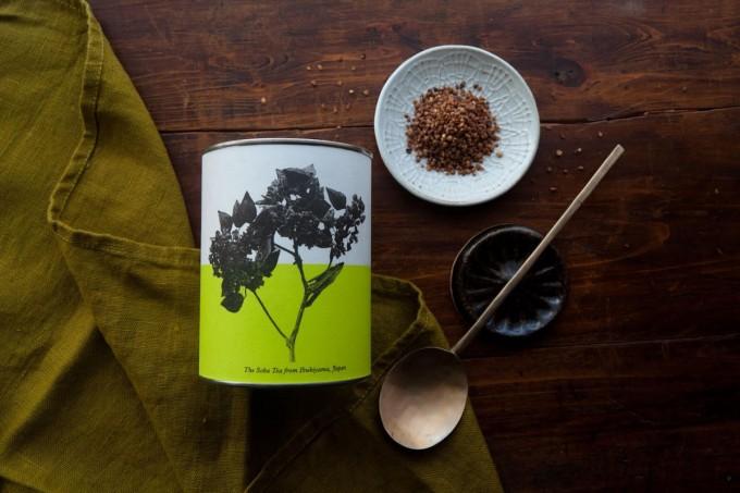 滋賀県伊吹山の実も食べられるそば茶とパッケージ