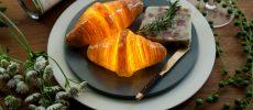本物のパンから作られたやさしい光を放つインテリアライト「Pampshade」