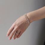 繊細に輝く絹糸チェーン。秋ファッションによく似合う「Amito」のネックレス&ブレスレット