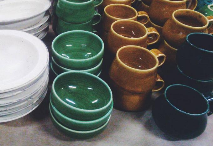 小谷田潤(こやたじゅん)さんのお皿やマグカップ数種類
