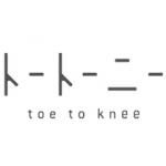 「toe to knee(トートーニー)」のロゴ