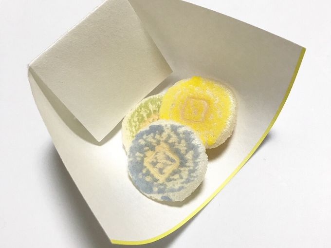 和菓子が乗った「ukokor(ウココロ)」の懐紙