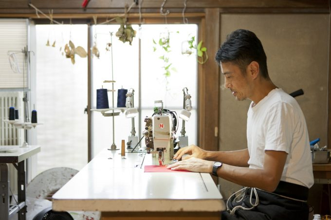 手作業で帆布のバッグを作るKo'da styleのこうださん