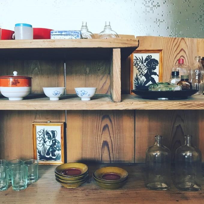 ノスタルジーの宝箱。「古雑貨jipeta」の古き良き安らぎの食器たち