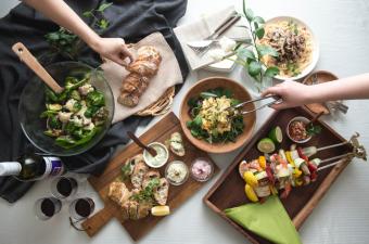 日々の食卓をフォトジェニックに。もっと美味しく華やかにしてくれる「かけるハーブ」が登場