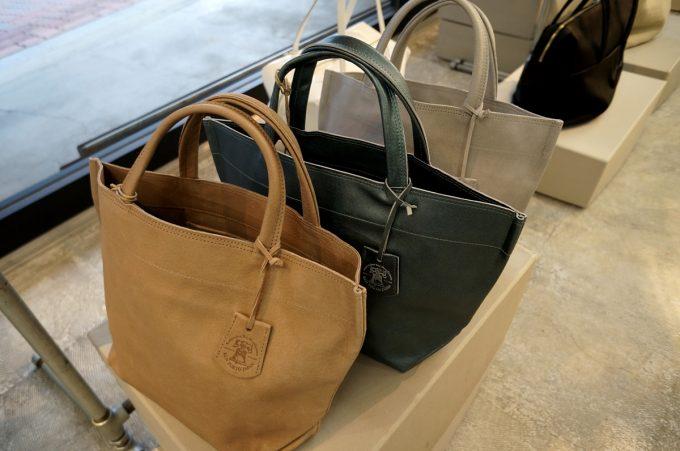 デザインが豊富で人気の「REN」の革のトートバッグ
