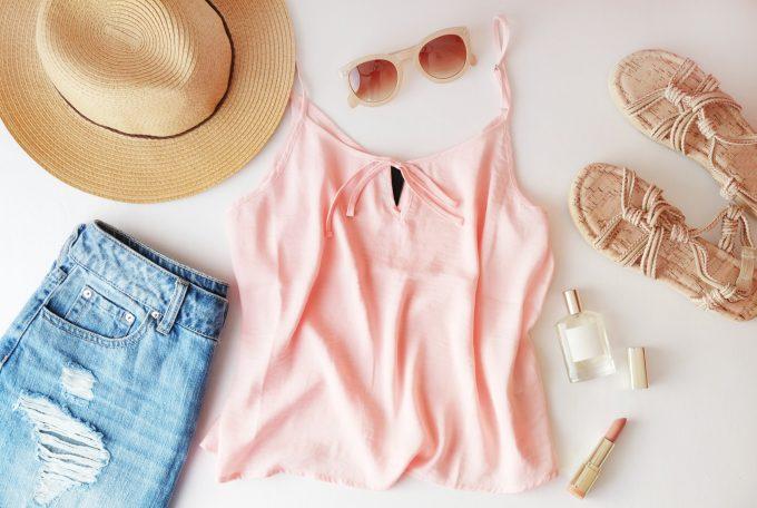 夏物をしまう衣替えの例